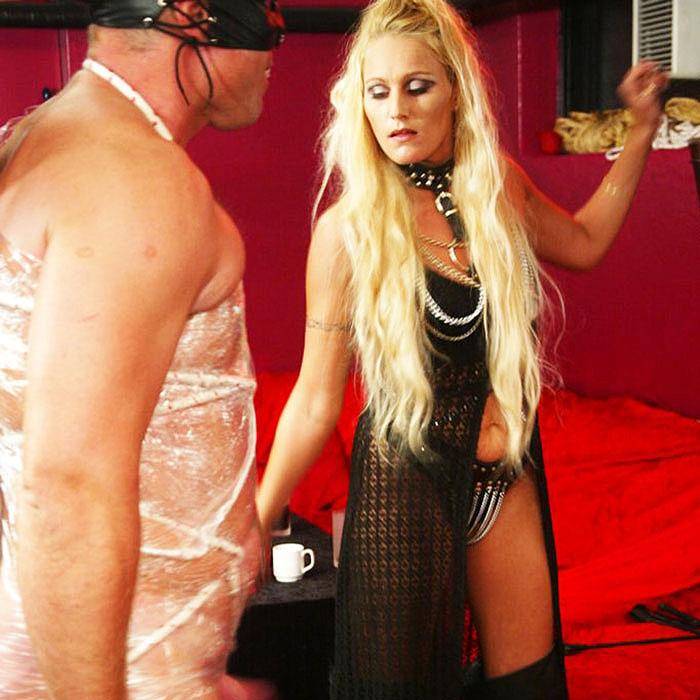 Am Telefon BDSM ausleben - harter Telefonsex bizarr und pervers