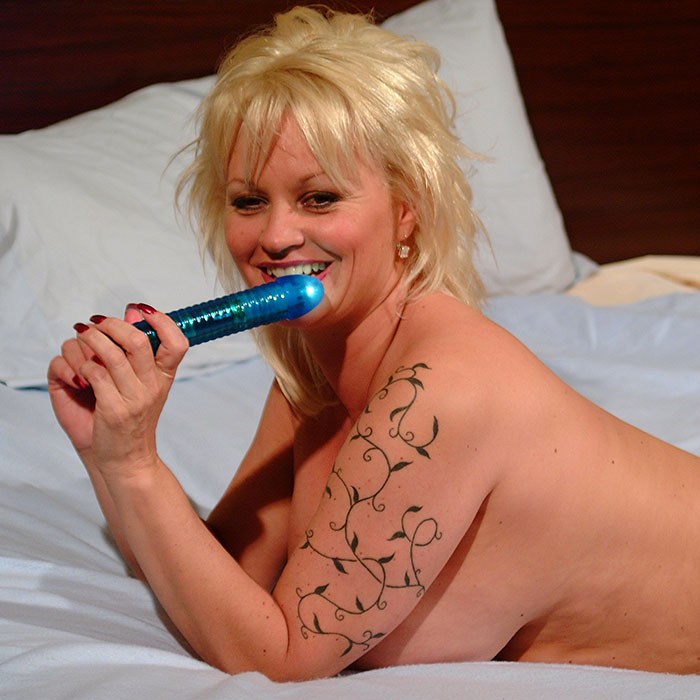 Dildo Sex am Telefon - jetzt gleich beim Telefonsex lauschen